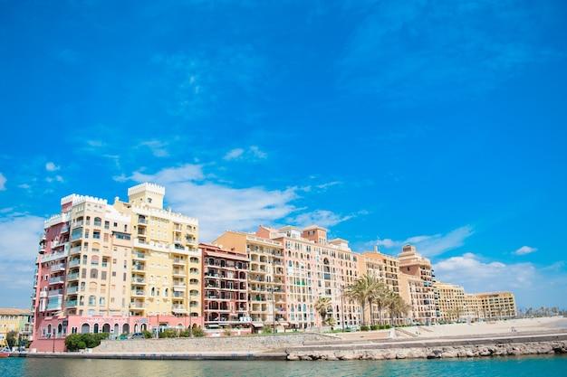 Hafen saplaya. valencia, spanien. 16. mai 2019. blick auf das resort auf dem seeweg des hafens saplaya in der stadt valencia, spanien.