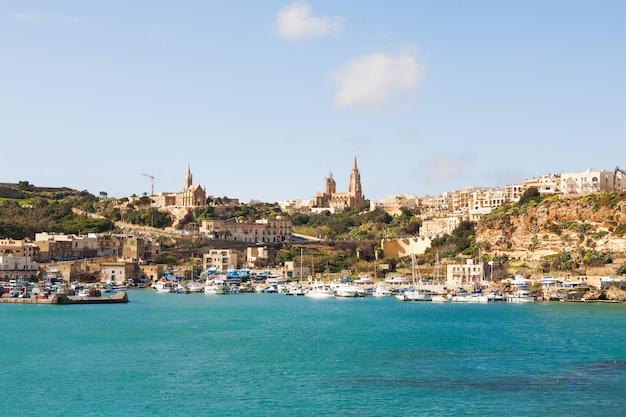 Hafen von mgarr auf der kleinen insel von gozo, malta.