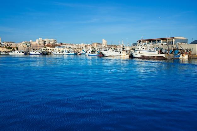 Hafenhafen von santa pola in alicante, spanien