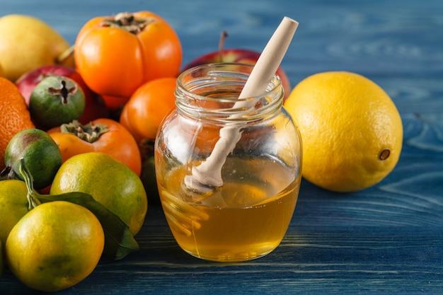 Hagebutten tee mit ginseng und honig mit zitrone, produkte mit vitamin c, lebensstil