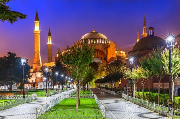 Hagia sophia auf dem sultan-ahmet-platz, istanbul, türkei.