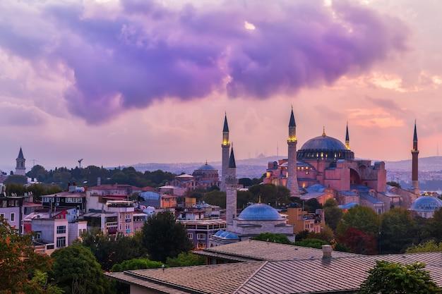Hagia sophia vor dem gewitter, dämmerung, istanbul, türkei.