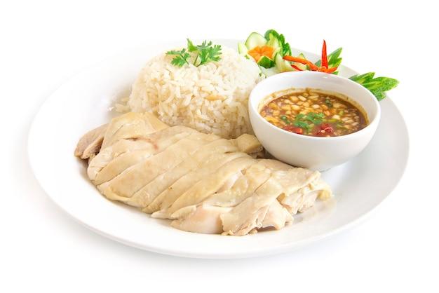 Hainanese-hühnerreis gedämpft mit sojasoße