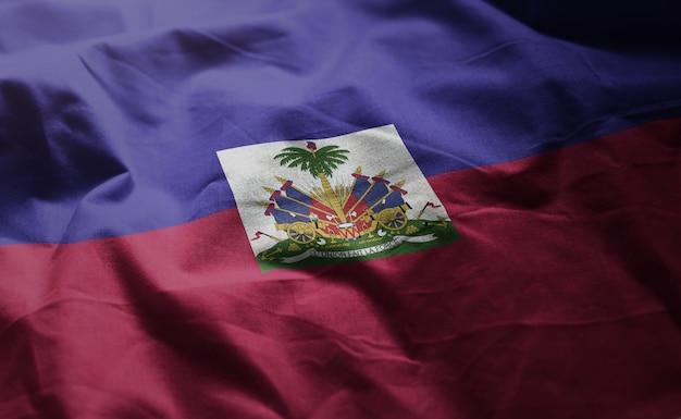 Haiti-flagge zerknittert nah oben