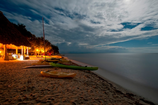 Halbinsel yucatan, sonnenuntergang am strand
