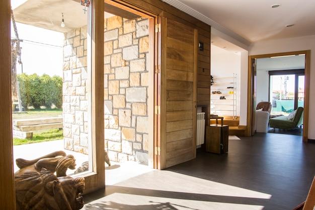 Halle eines modernen landhauses in asturien