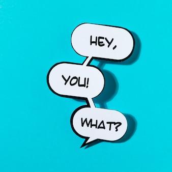Hallo du! ausrufswort mit schatten auf blauem hintergrund