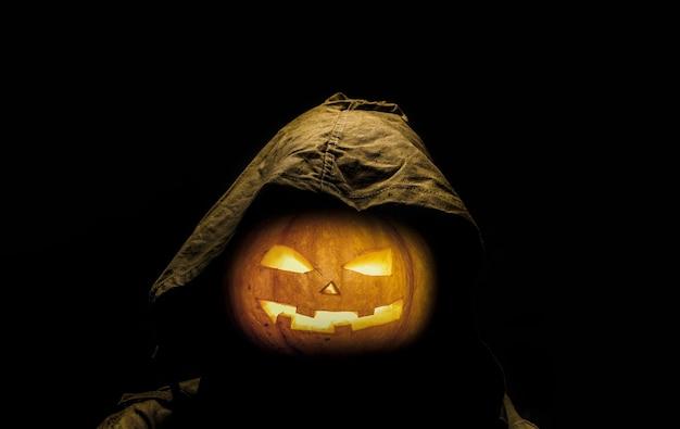 Halloween beängstigend geschnitzten kürbis. jack-o'-laterne