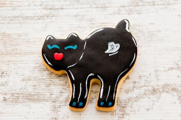 Halloween-cookie mit form der schwarzen katze