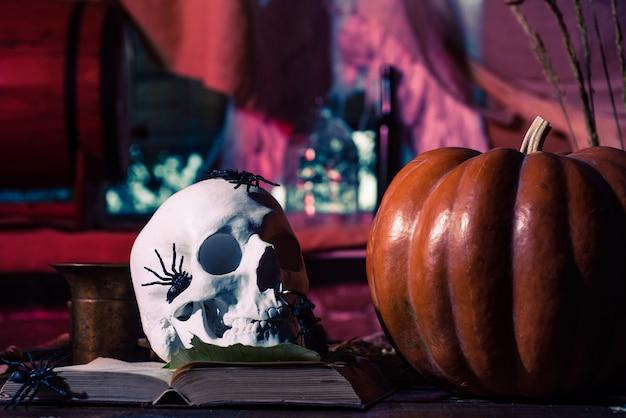 Halloween dekoration kürbis mit totenkopf halloween party im wohnzimmer mit kürbissen jackolantern h...