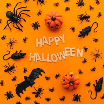 Halloween dekoration mit kürbissen und insekten