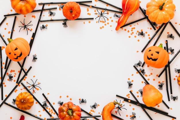 Halloween-dekorationen im kreis gelegt