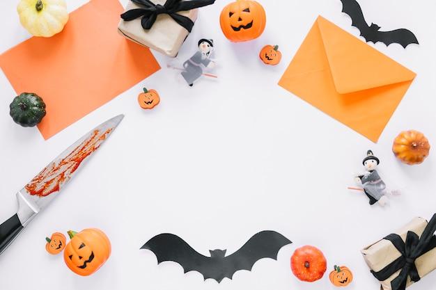 Halloween-dekorationen in ordnung mit leeren raum in der mitte gelegt