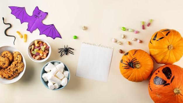 Halloween-design mit süßen kürbissen und leerer karte