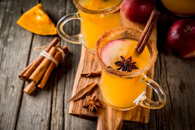 Halloween, erntedankfest. traditionelle herbst-, wintergetränke und cocktails.