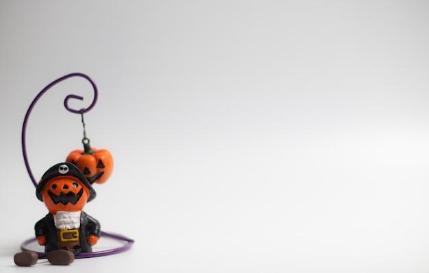 Halloween-feiertagskürbise und andere auf weißem hintergrund
