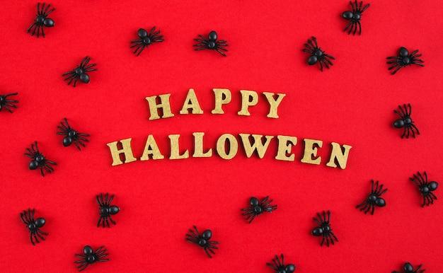Halloween-gruß mit spinnen auf rotem tisch