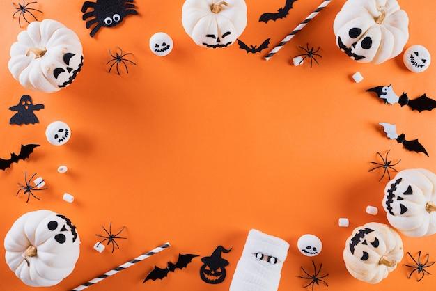 Halloween-handwerk auf orange hintergrund mit copyspace für text. halloween .