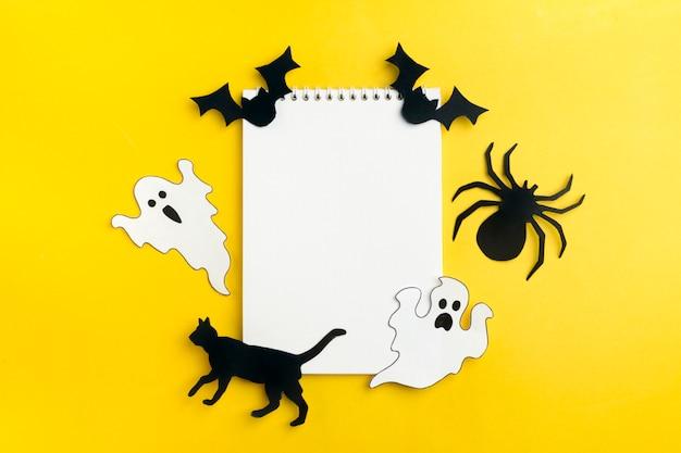 Halloween handwerk - katze, spinne, fledermäuse, geister von schwarzweiß-papier
