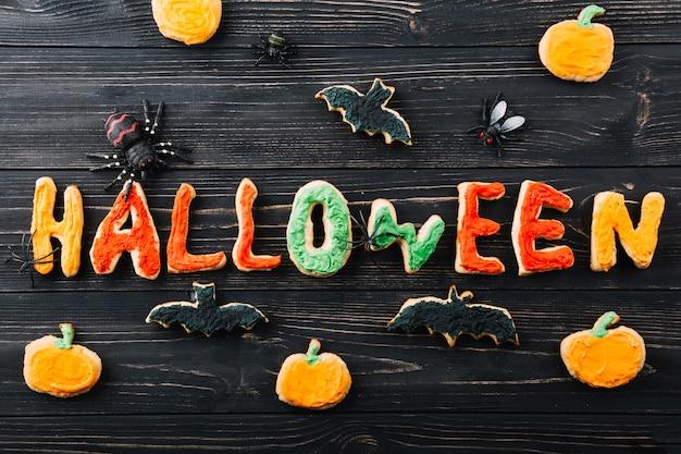 Halloween-kekse mit dekorationen