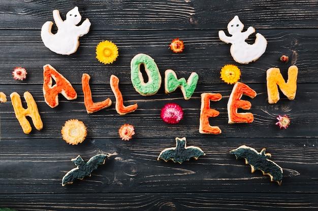 Halloween-kekse und blumen