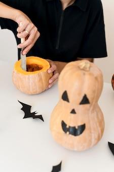 Halloween-konzept mit kürbis