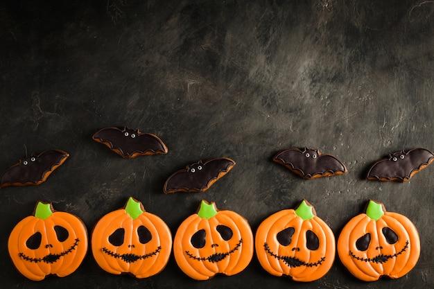 Halloween kürbis und fledermaus kekse.