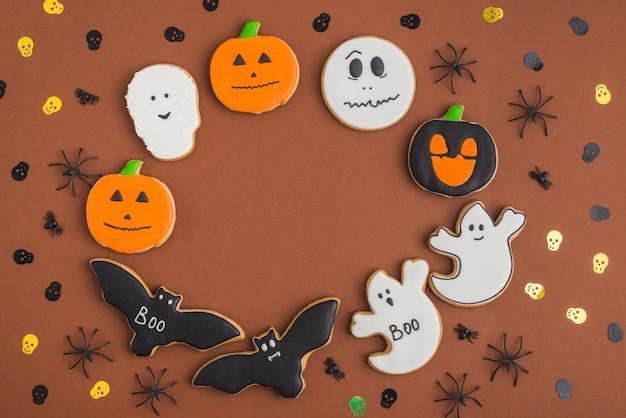 Halloween-lebkuchen im kreis angeordnet Kostenlose Fotos