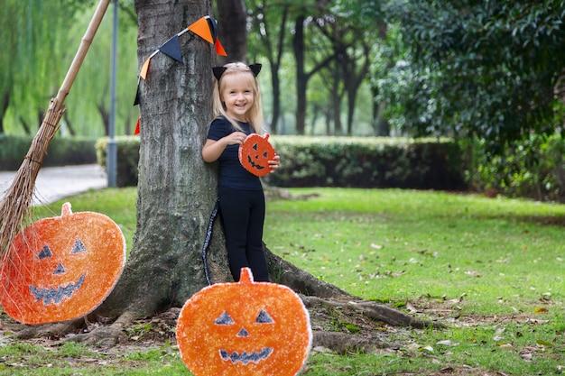 Halloween mädchen im freien