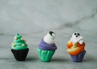 Halloween Marmelade Cupcakes mit beängstigenden Figuren