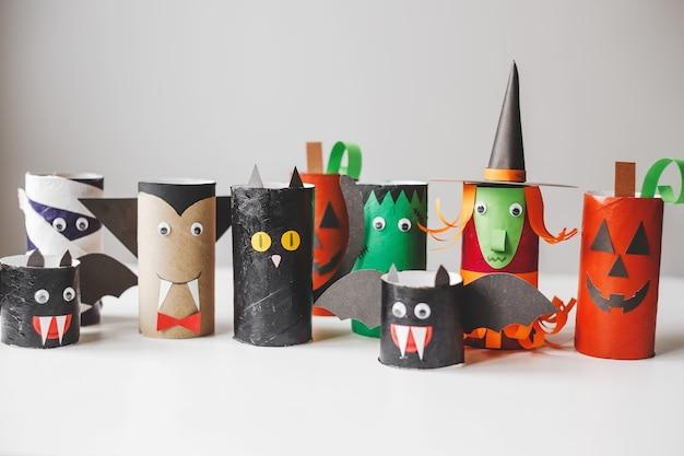 Halloween monster aus klopapierrollen kinderbasteln für halloween