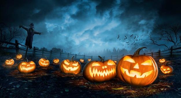 Halloween tapete mit bösen kürbissen