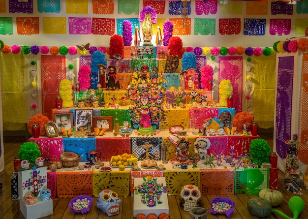 Halloween tradition altar für süßes und saures