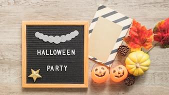 Halloween- und Herbstsymbole nähern sich Rahmen mit dem Schreiben