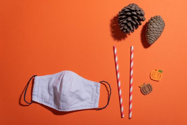 Halloween- und herbstthema, diy-gesichtsmaske und kopierraum
