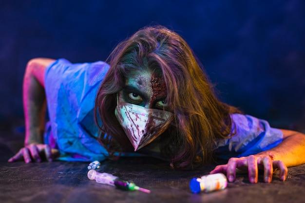 Halloween zombie frau