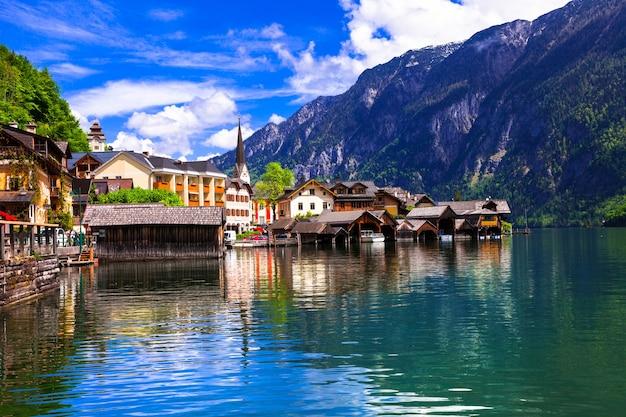 Hallstat, schönes bergdorf am seeufer, österreich