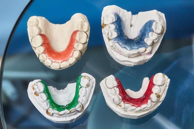 Halterungen für zähne auf glas