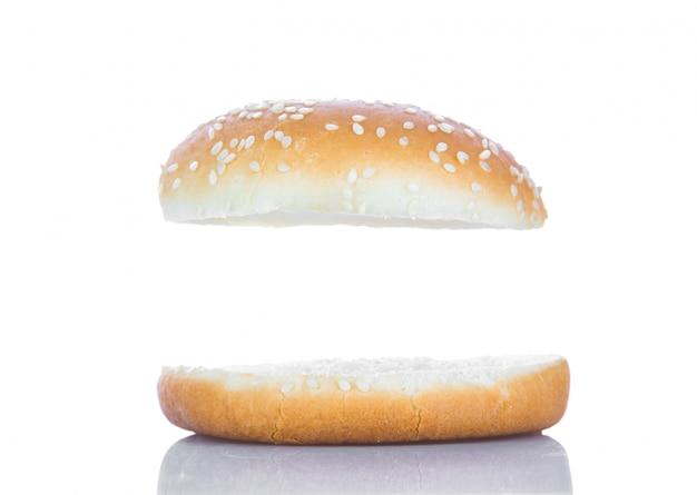 Hamburger brot mit einem weißen raum