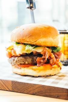 Hamburger mit rindfleisch