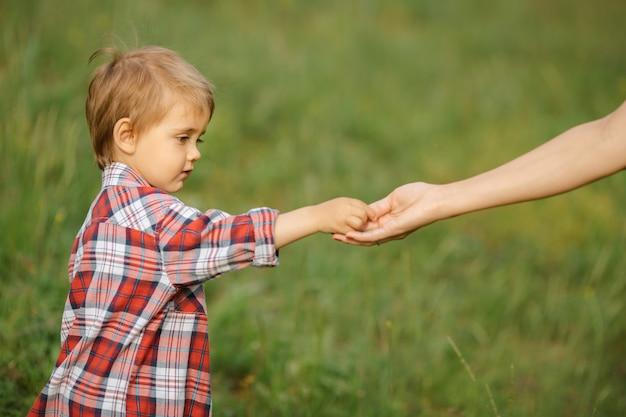 Hand des eltern- und kinderporträts