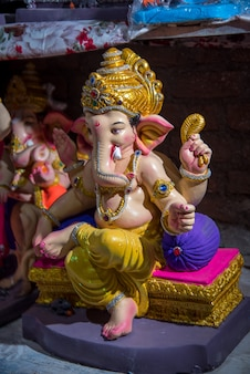Hand des hinduistischen gottes ganesha während des festivals