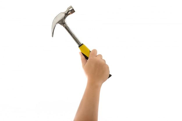 Hand des mannes, die hammer lokalisiert hält