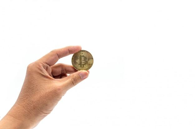 Hand, die bitcoin auf weiß hält
