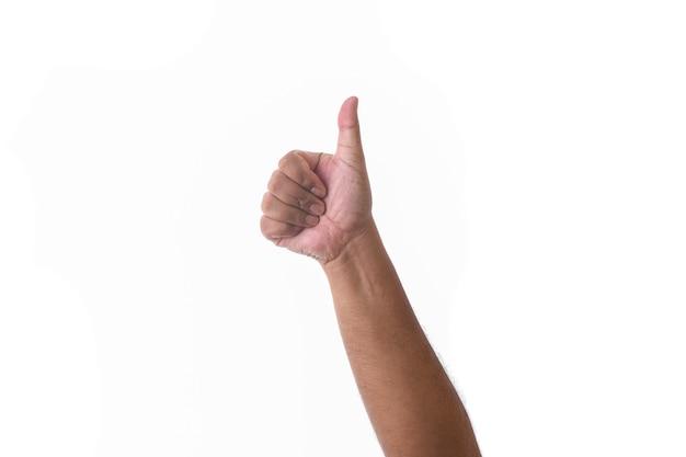 Hand, die daumen hoch zeichen gegen weißen hintergrund zeigt. konzept des vertrags- oder genehmigungsgremiums