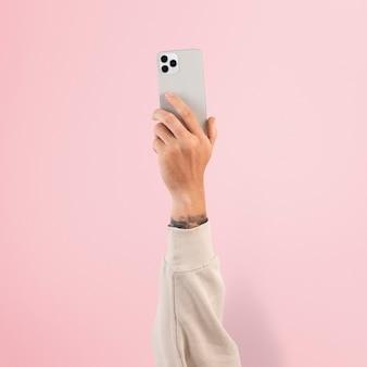 Hand, die digitales smartphone-gerät hält