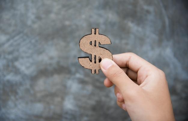 Hand, die dollar-zeichen - konzepte für das erwerben eines geschäfts hält