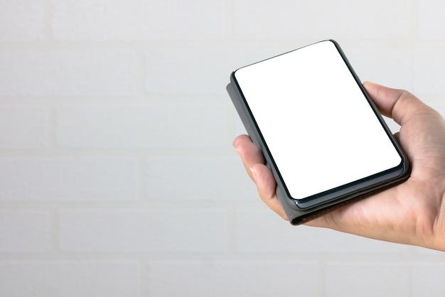 Hand, die einen smartphone anhält