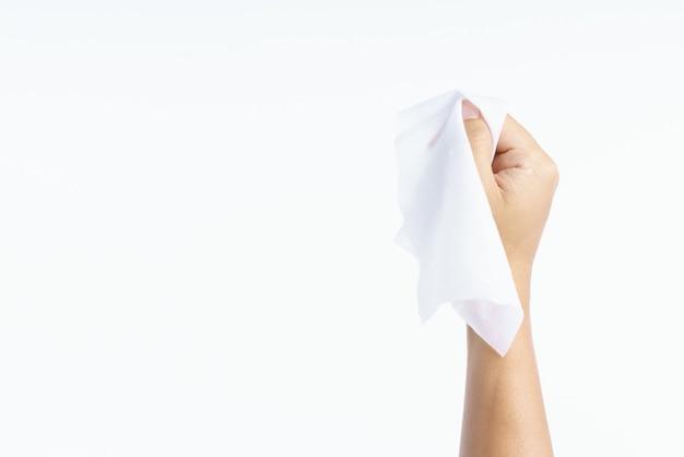 Hand, die feuchttuchgewebe hält