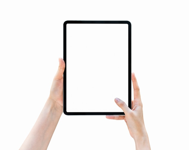 Hand, die leeren bildschirm der tablette auf lokalisiert hält.